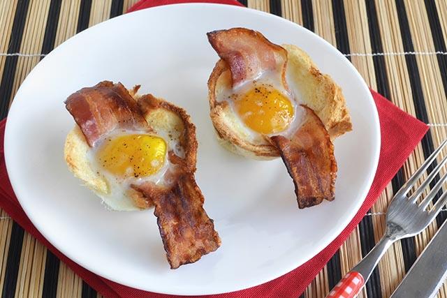 Cestini di uova e bacon