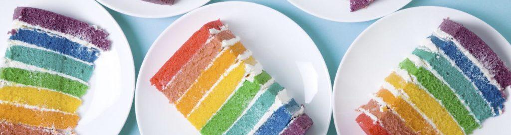 Rainbow mania: dalla torta ai toast la moda è multicolor