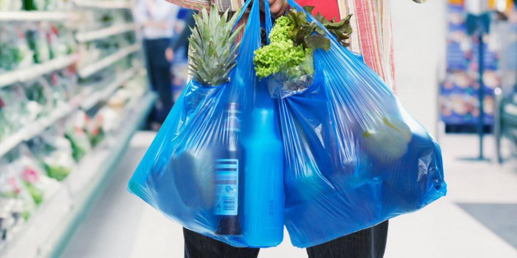Lotta alla plastica, dopo i sacchetti una nuova tassa europea?