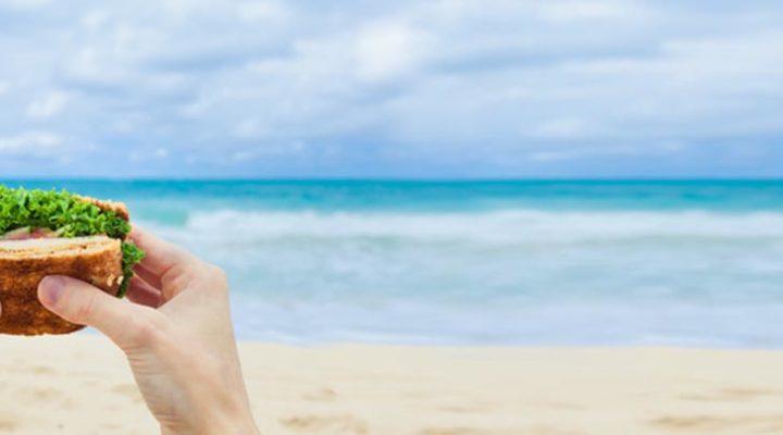 Cosa mangiare in spiaggia: le nostre idee per il menù