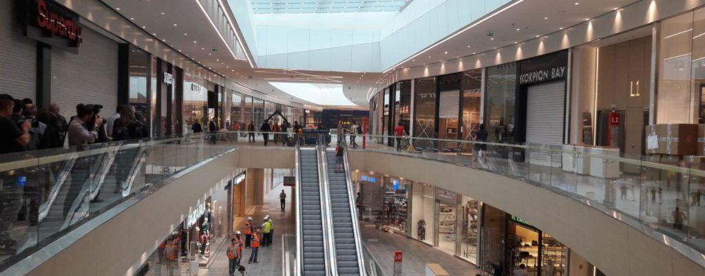 Stop ai negozi aperti la domenica: i pro e i contro di questa novità