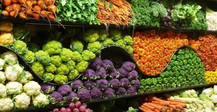 Perché nei supermercati frutta e verdura sono posti sempre all'ingresso? Abbiamo scoperto il perché