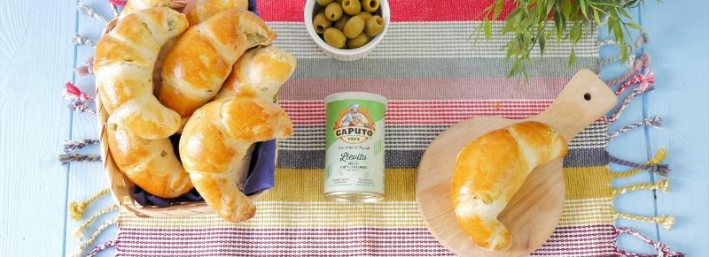 Cornetti di pane alle olive