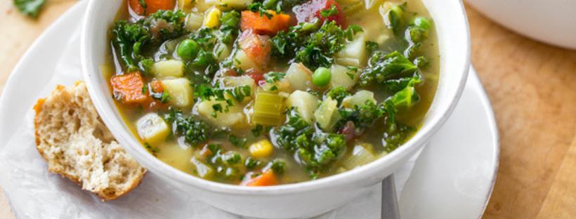 Lunga vita al minestrone: buoni motivi per mangiarlo in tante varianti