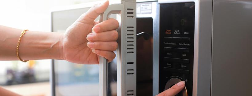 Cibi da non scaldare al microonde: le istruzioni dalle maggiori organizzazioni di salute