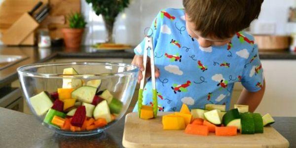 Bimbi in casa: 60 attività Montessori in cucina con loro