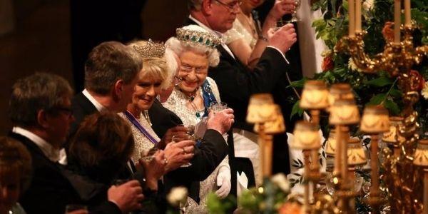 I cibi che non possono essere serviti alla Royal family: ecco il perché