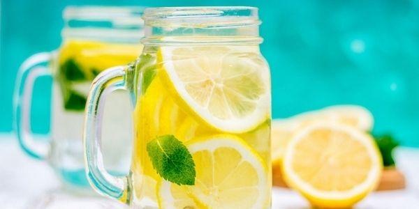 Acqua e limone: tutti i benefici di questa coppia