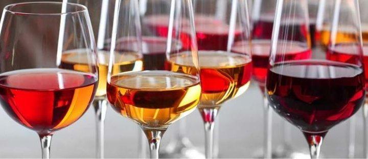 Allungare il vino con l'acqua, l'Europa vuole davvero farlo?