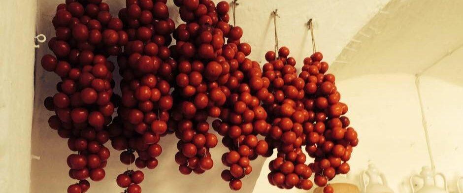 Nzerta, come si fanno e si conservano i pomodori appesi